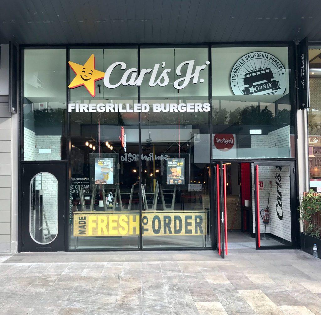 Carl S Jr Abre En Barakaldo Beer Food